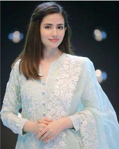 Party Wear Indian Dresses, Pakistani Fashion Party Wear, Pakistani Wedding Outfits, Designer Party Wear Dresses, Pakistani Dresses Casual, Indian Bridal Outfits, Pakistani Bridal Wear, Kurti Designs Party Wear, Indian Fashion Dresses