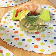 Round Table Placemats and Napkins A perfect fit—no more overlapping edges with these wedge placemats!