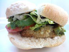 Después de comer tanta carne, empanadas y choripanes en estas fiestas patrias, te invito a probar una hamburguesa vegetariana hecha con quinoa, porotos,...
