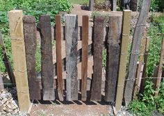 wooden garden fence reclaimed lumber gate great use of the old deck wood garden wood fence design Wrought Iron Garden Gates, Wooden Garden Gate, Wooden Gates, Garden Doors, Garden Fences, Wood Fence Design, Gate Design, Pallet Gate, Diy Pallet