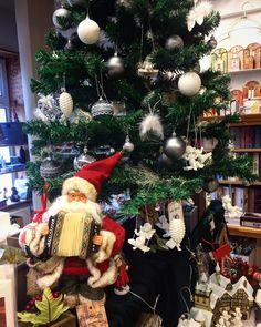Már áll a Karácsonyfánk :) Művészek Boltja Budapest