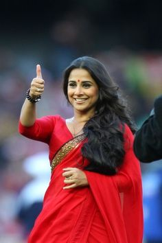 Vidya Balan looking fab in red and white Sabyasachi sarees down under in Melbourne http://shar.es/2Iz79