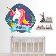 Precioso vinilo personalizable perfecto para los fans de los unicornios. Una composición ideal para poner el nombre de los más peques en su cuarto.