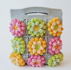 Dada's place: Blooming garden crochet bag, tutorial. Soooo pretty! Love the colors!