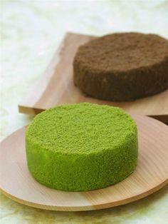 Japanese-Style Cheese Cake: Flavored Green Matcha Tea and Roasted Brown Hojicha Tea.