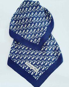 Guarda questo articolo nel mio negozio Etsy https://www.etsy.com/it/listing/514986370/christian-dior-foulard-vintage