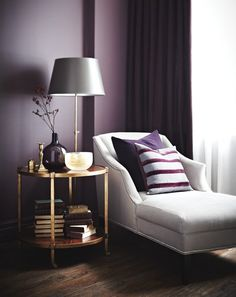 Espace enveloppant. Plum. Pourpre.... great reading corner. I want this in my living room someday =]