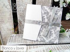 de boda en blanco y plateado con damasco brillante white and silver wedding invitations