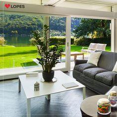 Faça seu jardim uma parte da sua casa, utilizando portas com vidros grandes. Também deixará seu lar com mais claridade.