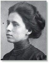 Jovita Idár (1885–1946) Journalist  Idár reported discrimination against Mexican children and the lynchings of Mexicans by Texas Rangers for her father's newspaper, La Cronica. In 1911, she co-founded La Liga Femenil Mexicanista (The League of Mexican Women) and was its first president. The women formed free schools for Mexican children and provided necessities for the poor. During the Mexican Revolution, Idár organized La Cruz Blanca (the White Cross) to nurse the wounded on both sides.