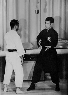 Native American Images, Native American Indians, Bruce Lee Quotes, African Royalty, Mix Photo, Hand To Hand Combat, Black History Facts, African Tribes, Karate