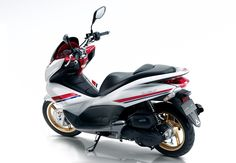 Honda PCX 125 was the best-selling two wheelers in Europe during the 2011st year with more than 23,000 units sold. Its combination of clear lines and modern maxi scooter and his scooter chassis that provides stability and maneuverability , all with a