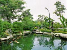 Sân vườn biệt thự đẹp có hồ cá koi