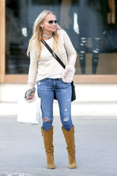 Actress Kristin Chenoweth wearing Rag & Bone capri skinny denim jeans. Via @lornaraindrops.