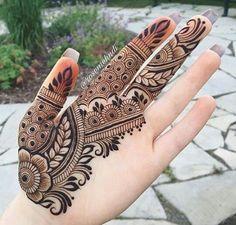 40 Latest mehndi designs to try in 2019 – Henna 2020 Palm Mehndi Design, Mehndi Designs Book, Mehndi Designs For Girls, Mehndi Designs For Beginners, Mehndi Design Pictures, Mehndi Designs For Fingers, Latest Mehndi Designs, Bridal Mehndi Designs, Mehndi Designs For Hands