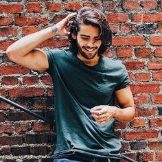 His smile will break hearts - - Hairstyles Long Curly Hair Men, Medium Long Hair, Medium Hair Styles, Long Hair Styles, Mens Hairstyles With Beard, Haircuts For Men, Beautiful Men Faces, Gorgeous Men, Grunge Guys