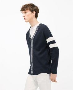 9d6b19a20c Ésta es una camiseta y quedas en la escuela. Éste ser de wool. Es bonito  porque una camiseta es de rayas