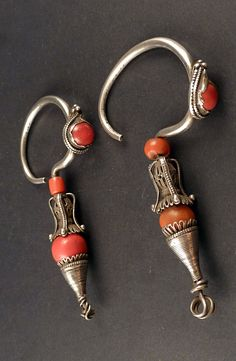 Old silver East Tibet earrings, with carnelian and glass beads, tribal earrings, jewellery from Himalaya, ethnic earrings - ethnicadornment
