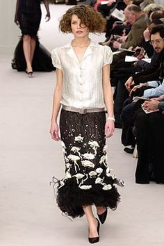 See the complete Chanel Spring 2004 Couture collection.