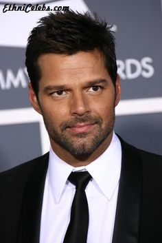 Ricky Martin (Enrique José Martín Morales) is a Latin pop singer. He was born in San Juan, Puerto Rico, of Spanish and Corsican descent. One of his paternal ancestors, going back 4 generations, was from Corsica. Famous Hairstyles, Popular Hairstyles, Latest Hairstyles, Celebrity Hairstyles, Pretty Hairstyles, Straight Hairstyles, Men's Hairstyles, Short Straight Hair, Short Hair Cuts