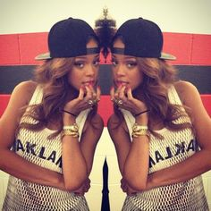 Girl with snapack, so sexy! Click here for more http://www.wonderfulsnapbackswholesale.com/