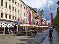 Main street between train station and royal palace