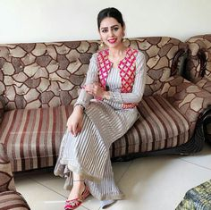 @manidrehar❤ Kurta Designs Women, Salwar Designs, Blouse Designs, Suit Fashion, Fashion Outfits, Dress Fashion, Kurta Style, Indian Designer Suits, Indian Outfits