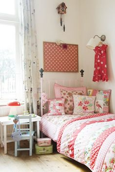 Habitaciones infantiles by Room Seven. Love the quilt and the cuckoo clock Girls Bedroom, Bedroom Decor, Bedroom Furniture, Ideas Dormitorios, Little Girl Rooms, Kid Spaces, New Room, Room Inspiration, Kids Room