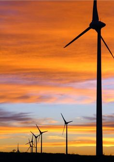 a cutting-edge career on the forefront of the energy field with Wind Turbine Technician.