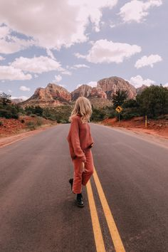 Fall in Sedona - Barefoot Blonde by Amber Fillerup Clark Road Trip Photography, Amber Fillerup, Barefoot Blonde, Destinations, How To Pose, Adventure Is Out There, Travel Goals, Staycation, Mode Inspiration