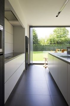 architectenburo bart coenen, the antwerp // be the architect of modern homes Modern Kitchen Design, Modern House Design, Kitchen Interior, Home Interior Design, Minimalist Kitchen, Design Case, Home Kitchens, Kitchen Remodel, New Homes
