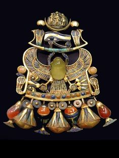 An impeccably preserved scarab brooch from the tomb of Tutankhamen (KV62) with a polished silica centre stone from the comet that fell 28 million years ago, impacting in Egypt. Ancient History, Art History, Ancient Egyptian Jewelry, Egypt Jewelry, Art Ancien, Ancient Artifacts, Ancient Civilizations, Egyptians, Archaeology