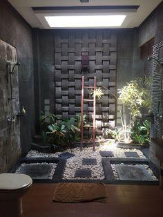 Bali bathroom. La decoración está bien, pero con tanto espacio podrían haber puesto rociadores /columnas de duchas, chorros...