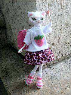 Yuki - articulée poupée OOAK mode Kitty Cat - adolescent-collégienne chat avec sac à dos rose