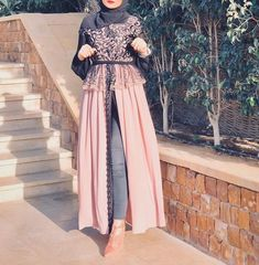 Image may contain: one or more people and people standing Modern Hijab Fashion, Street Hijab Fashion, Islamic Fashion, Abaya Fashion, Muslim Fashion, Fashion Dresses, Hijab Dress Party, Mode Abaya, Modele Hijab