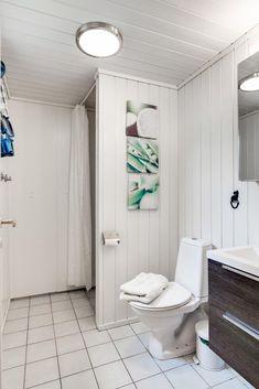 Visning lørdag kl 12 - 13 Pen vertikaldelt hytte med kort vei til skitrekk . Toilet, Real Estate, Flush Toilet, Real Estates, Toilets, Toilet Room, Bathrooms