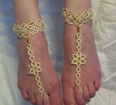 Wonderful, tatted sandales aux pieds nus de dentelle. Ajouter de lélégance à votre plaisir sous le soleil avec ces amusant, simple à porter des sandales