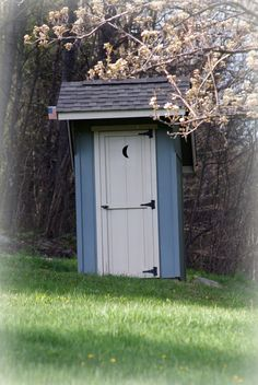 1900 39 s outhouse for sale photo contributed by kerry for Outdoor bathrooms for sale
