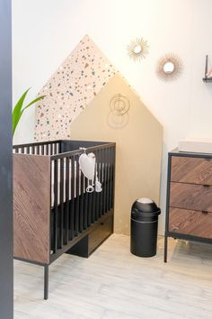 Kids room ideas – Home Decor Designs Nursery Room Decor, Kids Bedroom, Kids Rooms, Modern Crib, Baby Room Design, Geometric Decor, Nursery Neutral, Home Interior, Monochrome