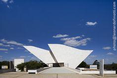 leonardo finotti - architectural photographer: OSCAR NIEMEYER - TANCREDO NEVES PANTHEON