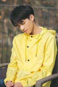 COVER BY IFYRAA ___________________ Alvaro idaman para wanita. Hot Korean Guys, Cute Korean Boys, Asian Male Model, Male Models, Korean Boy Hairstyle, Song Wei Long, Cool Mens Haircuts, Korean Fashion Men, Ulzzang Boy