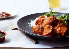Indian Takeout: Chicken Tikka Masala: The yogurt helps tenderize the chicken; the garlic, ginger, and spices in the marinade infuse it with lots of flavor. Quinoa Muffins, Chicken Tikka Masala, Chicken Tika, Tika Massala, Food Styling, Indian Takeout, Indian Food Recipes, Ethnic Recipes, Indian Foods