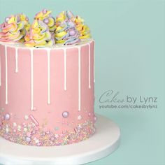 Cake Decorating Frosting, Cake Decorating Designs, Cake Decorating Videos, Birthday Cake Decorating, Cake Decorating Techniques, Candy Birthday Cakes, Pretty Birthday Cakes, Pretty Cakes, Birthday Cakes For Ladies