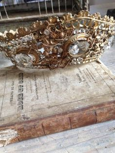 FleaingFrance.....Antique Saint's Crown