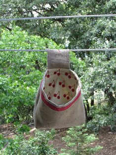 Peg bag, or clothespin bag - handmade by Needle and Foot Sewing Hacks, Sewing Tutorials, Sewing Crafts, Sewing Patterns, Sewing Tips, Sewing Stitches, Clothespin Holder, Peg Bag, Sew Mama Sew