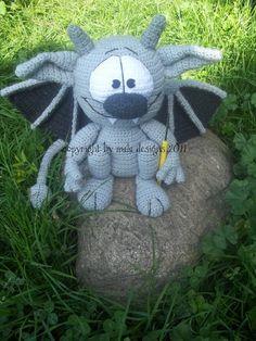 Häkelanleitung für Halloween Gargoyle Amigurumi / crochet pattern for a halloween amigurumi made by Mala-Designs via DaWanda.com