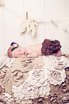 SO sweet. And I would like to have a blanket like this, with overlapping 3D fabric flowers!