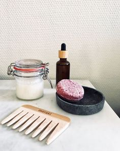 Zero waste bathroom tools: homemade DIY, nontoxic deodorant, wood comb for a plastic-free switch, and bar soap | How to make sustainable bathroom switches to zero waste