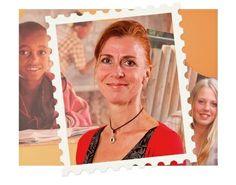 """27 maart 2014 - """"Ik mag ervoor zorgen dat alles zo mooi mogelijk wordt"""". Collega Angélique stelt elk jaar de kaartencollectie samen die de kinderen tijdens de Kinderpostzegelactie verkopen.  (www.kinderpostzegels.nl/elkdag)"""