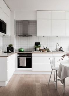Scandinavian kitchen decor belongs to the most perfect decorations for a modern kitchen. We have a collection of Scandinavia kitchen decor ideas to consider. Beautiful Kitchen Designs, Beautiful Kitchens, Cool Kitchens, Galley Kitchens, Modern Kitchens, Classic Kitchen, New Kitchen, Kitchen Decor, Kitchen Ideas